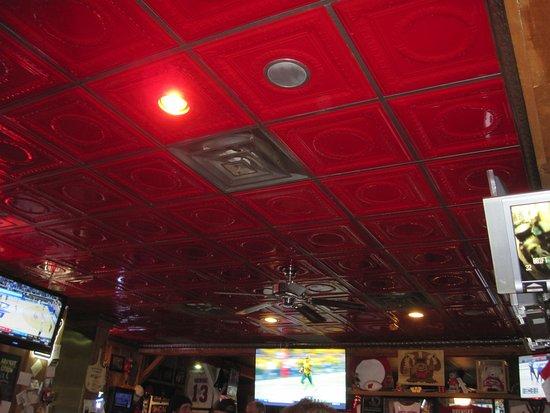 Kozy Korner Bar and Pizza: Tin ceiling