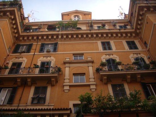 Il palazzo di 5 piani adele emme b b for Piani di casa di palazzo
