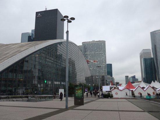 La Defense, Frankreich: La Défense, CNIT and Christmas market 2017