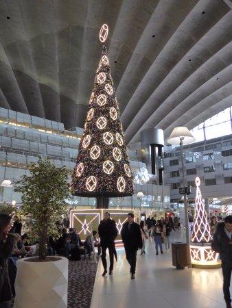 La Defense, Frankreich: La Défense, CNIT shopping mall at Christmas