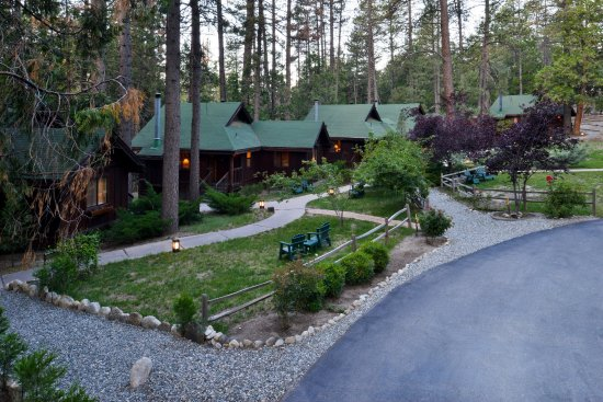 Idyllwild, Kalifornien: Quiet Creek Inn cabins are creekside, in the pines