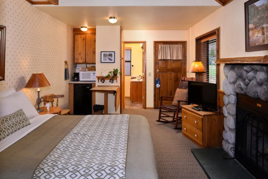 Idyllwild, CA: updated and revitalized Studio cabins still offer that 'rustic' charm, but with modern amenities