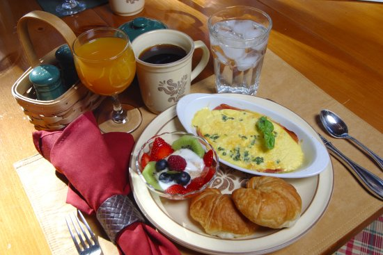 Idyllwild, Καλιφόρνια: Gourmet breakfast is served over two courses, leisurely.