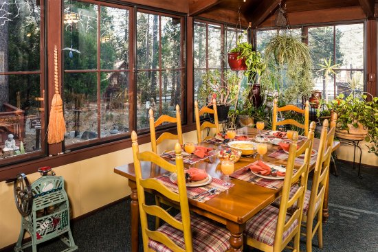 Idyllwild, CA: another view of our breakfast room
