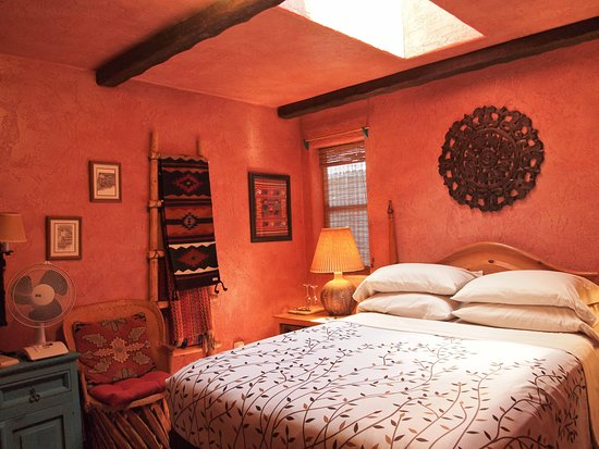 Idyllwild, كاليفورنيا: Santa Fe is one of the four Courtyard Theme Suites which range from classical to whimsical 