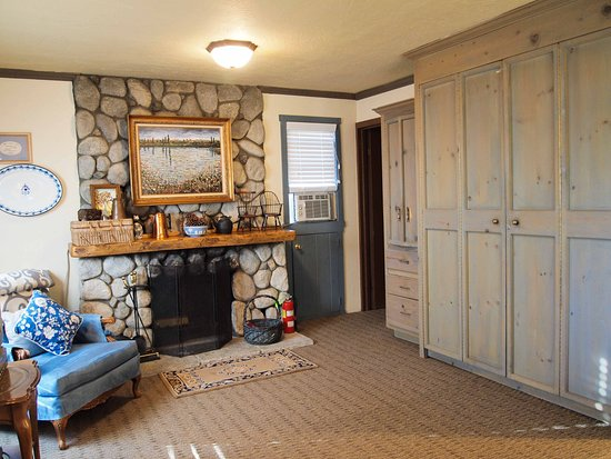 Idyllwild, CA: Strawberry Cottage (Standalone 2 story cottage)