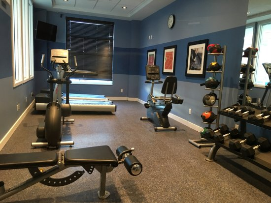 Spruce Grove, Canada: Workout room with assorted equipment