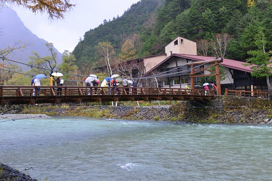 Gosenjaku Hotel: View of hotel from other side of the Kappa Bridge