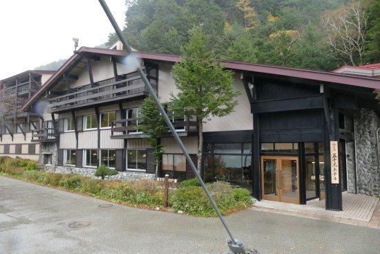 Gosenjaku Hotel: Hotel frontage as viewed on Kappa Bridge