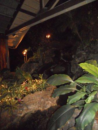 Duke's Kauai: floral display