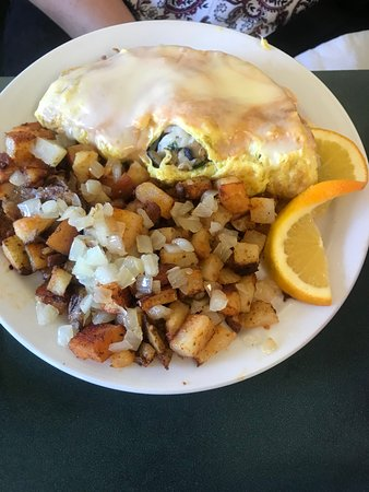 Ramona, CA: Seafood omelet and home friend potatoes