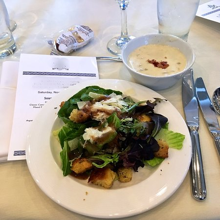 The Nantucket Hotel & Resort: Garden salad and clam chowder.