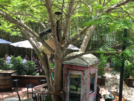 Ricks Garage: Beer garden - awesome
