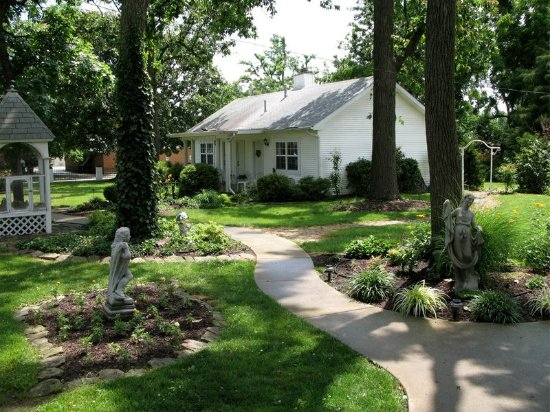 Marshfield, MO: Exterior