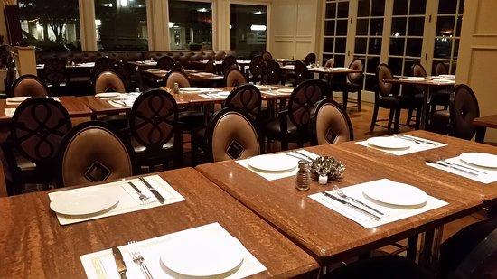 Pleasanton, CA: Restaurant Hall