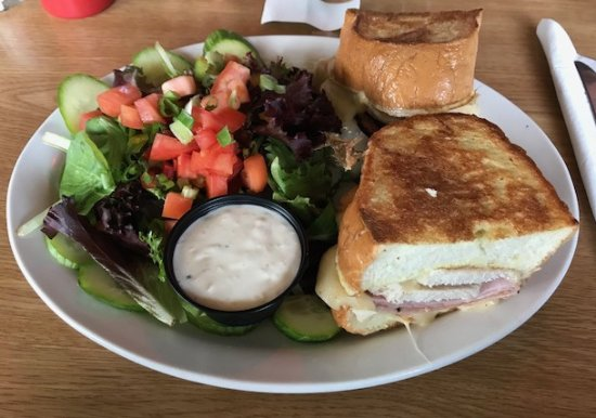 Union Bay, แคนาดา: The Monte Cristo Sandwich with side salad and chunky blue cheese dressing