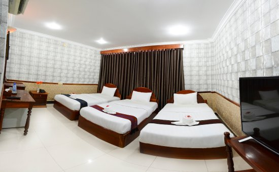 Holiday Hotel: New Decoration Triple Room