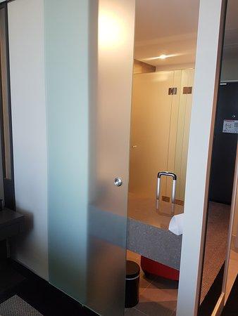 The glass sliding bathroom door that we do not understand the ...