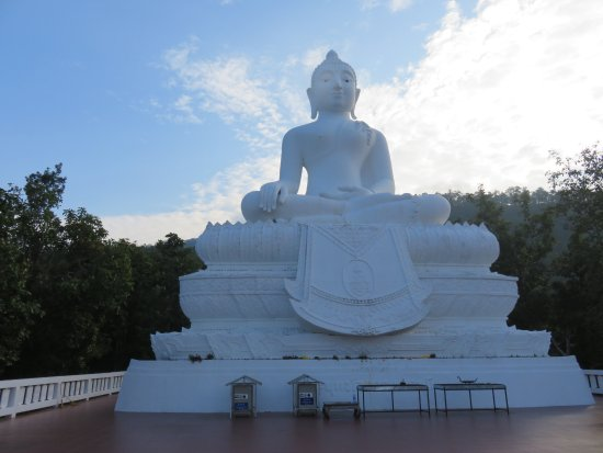 Temple on the Hill (Wat Phra That Mae Yen): Large white Buddha statue at the top of the flight of steps