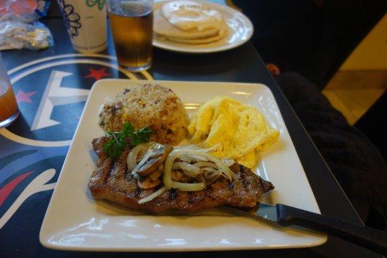 Boots & Kimo's Homestyle Kitchen: 付け合わせのチャーハンは意外(?)とおいしいです。