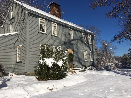 Samuel Fitch House B & B: First snow at the fitch house