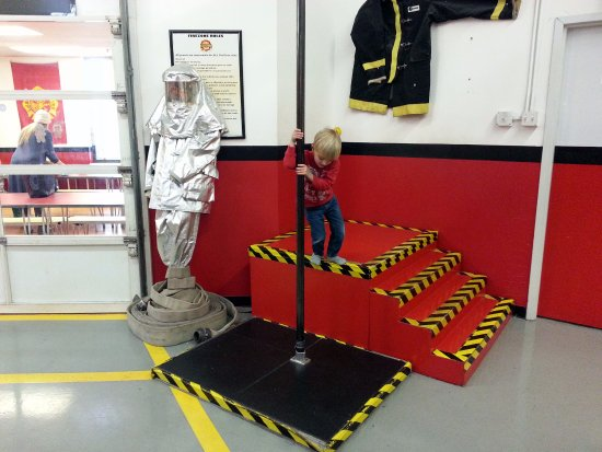 FireZone : trying a fire pole