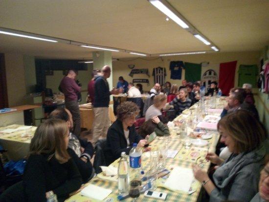 Osio Sopra, Itália: tutti pronti per il taglio della torta