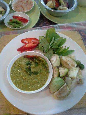 Rawai, Thailand: Green curry prep