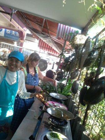 Rawai, Thailand: Cooking in open kitchen