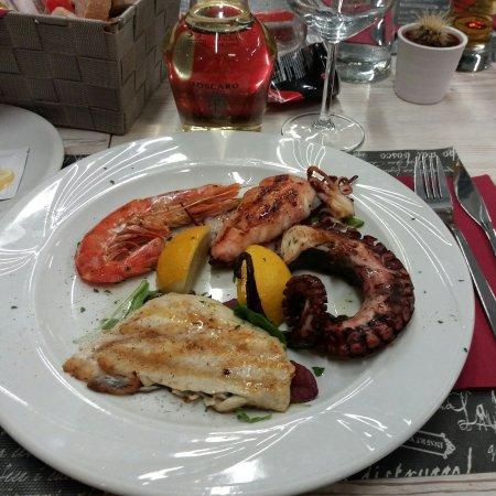 Sommariva del Bosco, Italy: IMG_20171216_214835_323_large.jpg