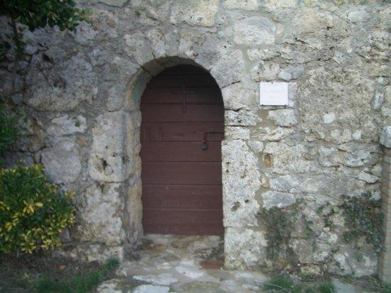 chiesetta sotto la rocca