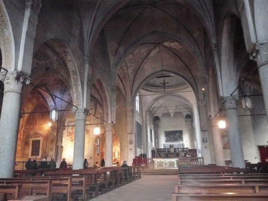 Interno photo de chiesa di san pietro in gessate milan for Interno san pietro