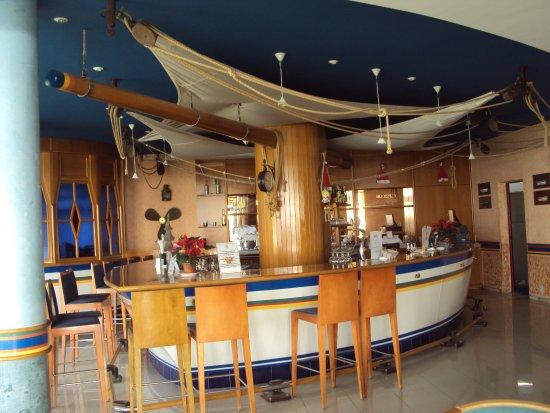 SBH Crystal Beach Hotel & Suites: Bar area