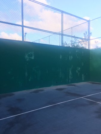 Paddle Tennis Court Paint Chipping Off The Walls Picture Of