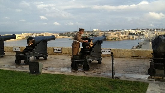 The historical artillery pieces and 32 pounder guns in the