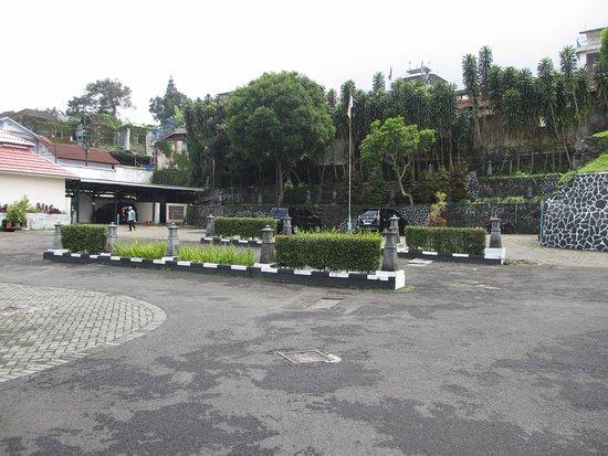 Inna Tretes Hotel: Parkiran