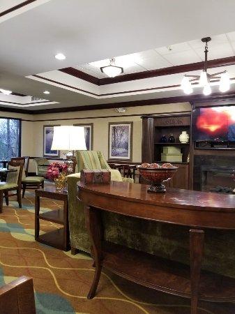 Holiday Inn Express & Suites: TA_IMG_20171217_080857_large.jpg