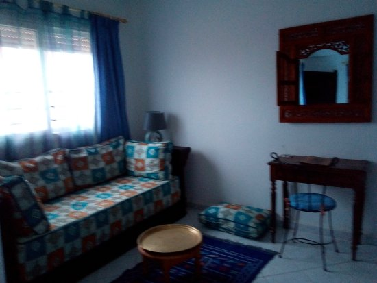 Chambre avec salon et coin bureau picture of swanara agadir