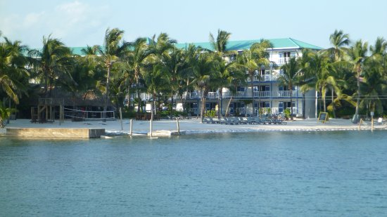 Caribbean Villas Hotel: View from other hotels pier