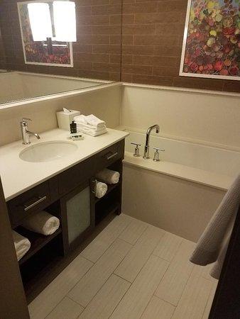 City Loft Hotel: Room 212 Bathroom