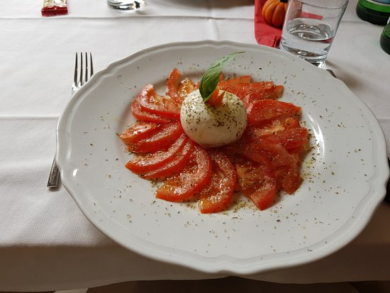 Sinio, Italy: Tomaten-und Mozzarellasalat