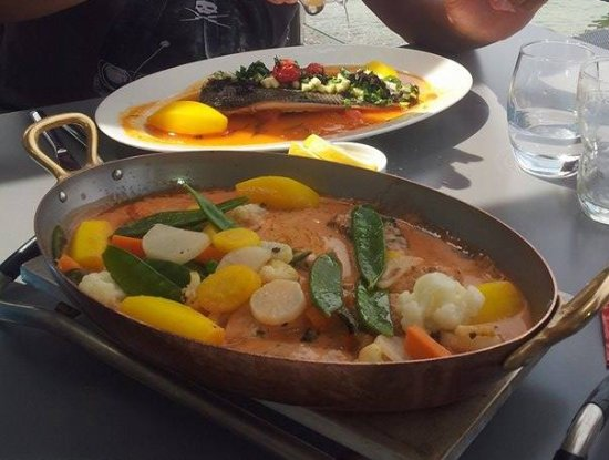 Margencel, France: dans le plat et pour une personne fera au curry rouge et l'assiette fera basse temperature