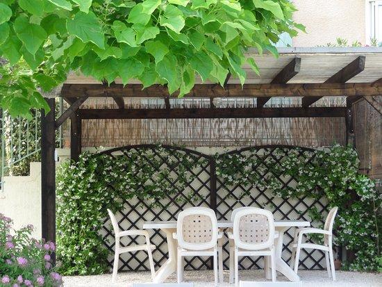 Saint-Cyprien, Prancis: Pergola chambres d'hôtes bnb dordogne périgord Les Feuillantines