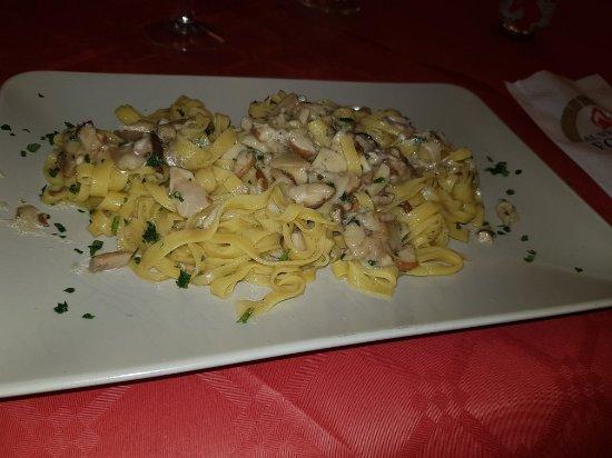 Borgo Pace, Italia: TA_IMG_20171217_192952_large.jpg