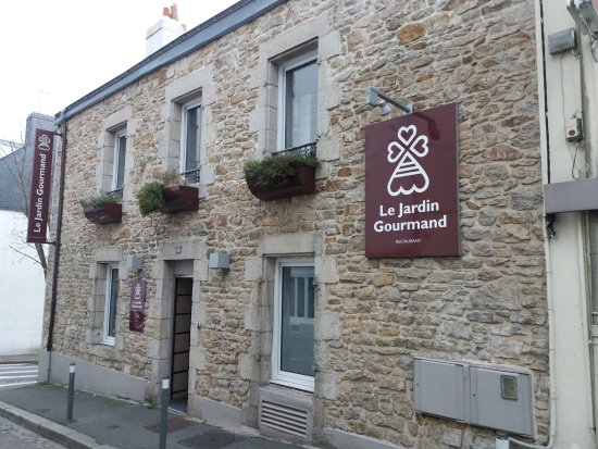 Fa ade du restaurant sur rue jules simon picture of le for Jardin gourmand lorient