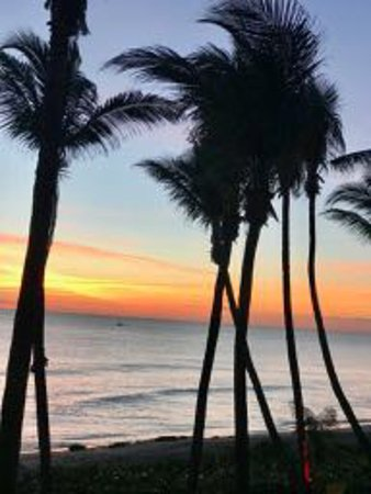 Jupiter Beach Resort & Spa : Sunrise