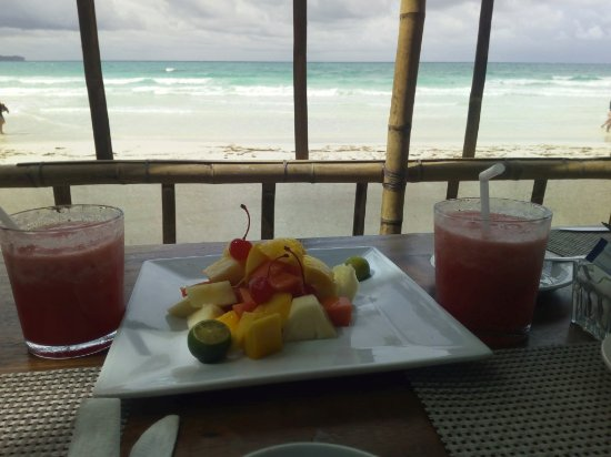Jony's Beach Resort: delicious fruit breakfast at Jonys.