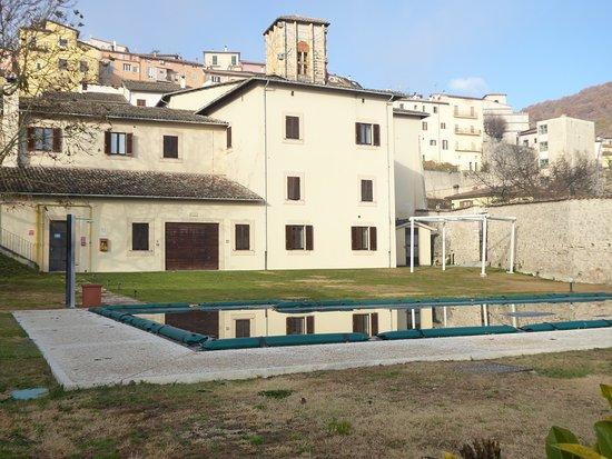 Prato con piscina obr zek za zen hotel residence la corte cascia tripadvisor - Hotel con piscina umbria ...