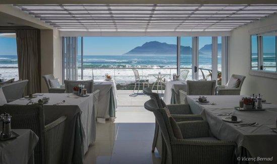 The Last Word Long Beach: Breakfast room