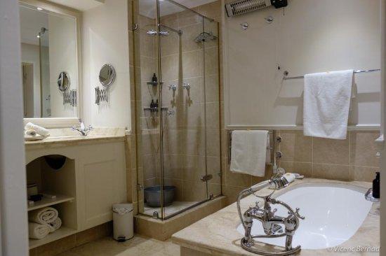 The Last Word Long Beach: Nice bathroom